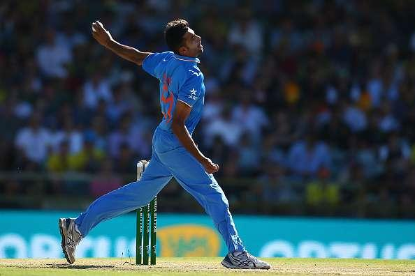 PERTH, AUSTRALIA - JANUARY 12: Barinder Sran of India bowls during the Victoria Bitter One Day International Series match between Australia and India at WACA on January 12, 2016 in Perth, Australia. (Photo by Paul Kane/Getty Images)