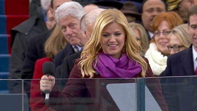 Bill Clinton Photo-Bombs Kelly Clarkson