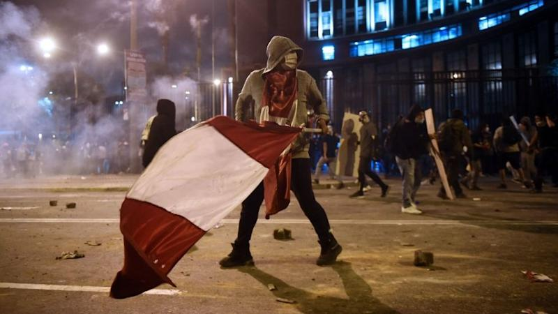 Peru impeachment protests: Clashes with police with police turn deadly