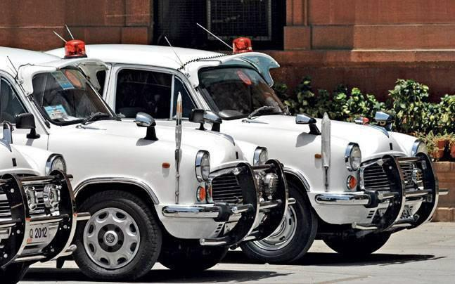 <p>Mumbai mayor Vishwanath Mahadeshwar has apparently not used the red beacon since the central  government passed a resolution on avoiding its usage. However, a red beacon still sits proudly on his new car, though covered with a black cloth.</p>
