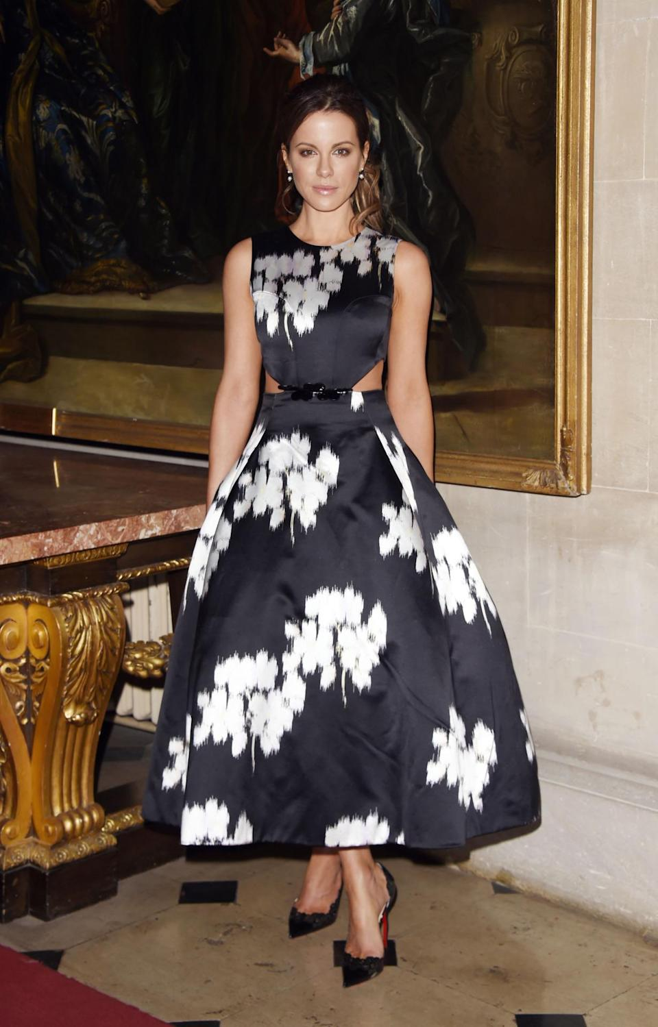 <p>Oh wow. That dress. Those shoes. Those taut abs. A wonderful look from the lovely Kate Beckinsale. <i>[Photo: Getty Images]</i></p>