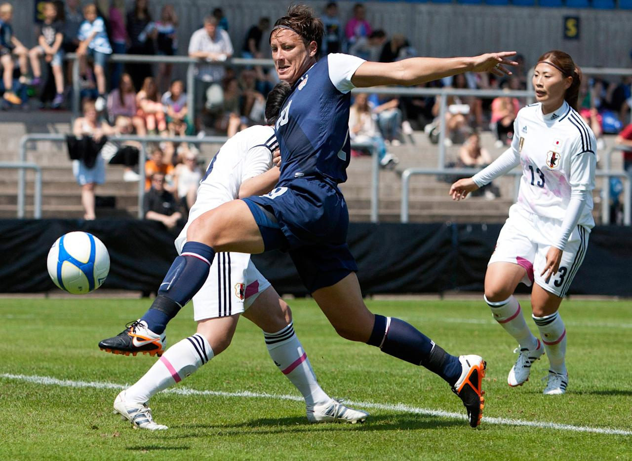 HALMSTAD, SWEDEN - JUNE 18: Abby Wambach USA (R) scores the second goal during the Swedish Invitational Women's Volvo Cup match between Japan and USA on June 18, 2012 in Halmstad, Sweden. USA defeated Japan 4-1. (Photo by Berndt Wennebrink/Getty Images)