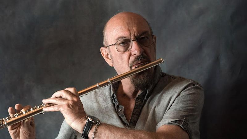 """Jethro Tull's Ian Anderson Clarifies Health Status: """"My Days as a Singer Are Numbered, Rather Than Days to Live"""""""
