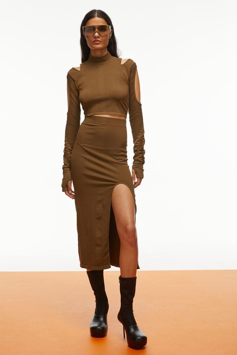 <p>This <span>H&amp;M Seamless Crop Top</span> ($50) and <span>H&amp;M Seamless Skirt</span> ($50) is such a great, easy outfit. It's both sexy and comfortable, which we love.</p>