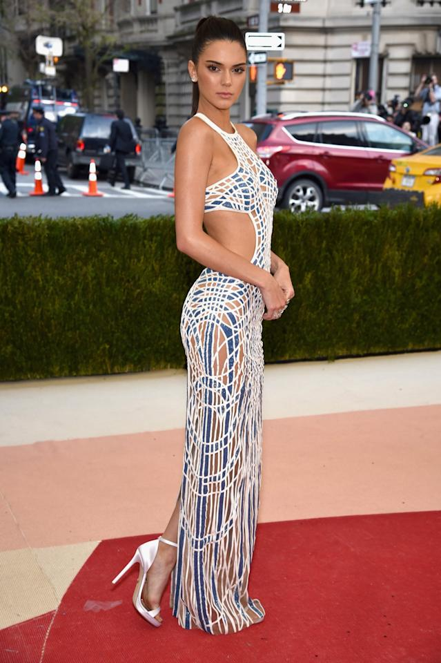 <p>Clad in a cut out Versace gown, Kendall gave us all #abgoals at this year's Met Gala. [Photo: Getty] </p>