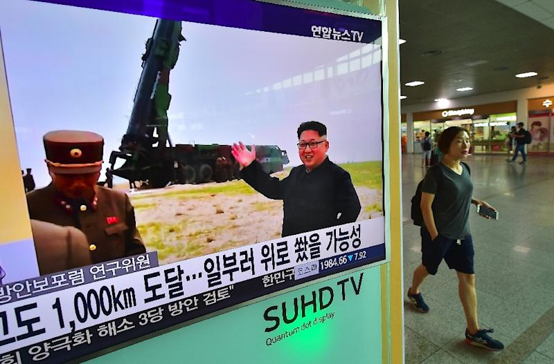 News of North Korea's latest Musudan missile test is broadcast at a railway station in Seoul on June 23, 2016 (AFP Photo/Jung Yeon-Je)