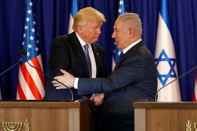 <p>U.S. President Donald Trump (L) and Israel's Prime Minister Benjamin Netanyahu embrace after delivering remarks before a dinner at Netanyahu's residence in Jerusalem May 22, 2017. (Jonathan Ernst/Reuters) </p>