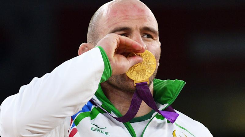 Artur Taymazov kisses his gold medal at the 2012 Olympic Games in London. (Image: YURI CORTEZ/AFP/GettyImages)