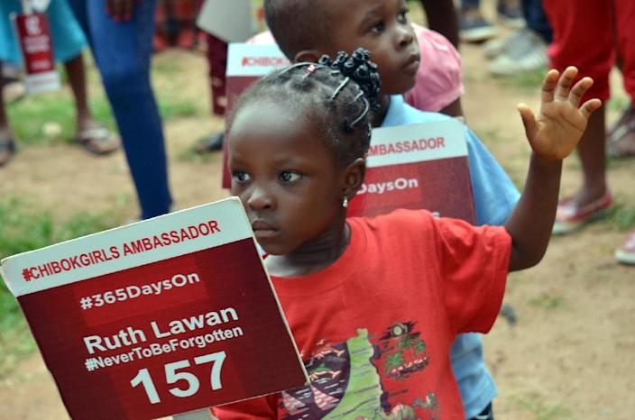 A young girl carries a placard with a name of a missing girl as family and friends mark 500 days since the abductions of Chibok schoolgirls by Boko Haram militants (AFP Photo/-)
