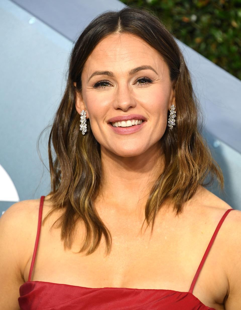 Jennifer Garner arrives at the 26th Annual Screen Actors Guild Awards at The Shrine Auditorium on January 19, 2020 in Los Angeles, California. (Photo by Steve Granitz/WireImage)