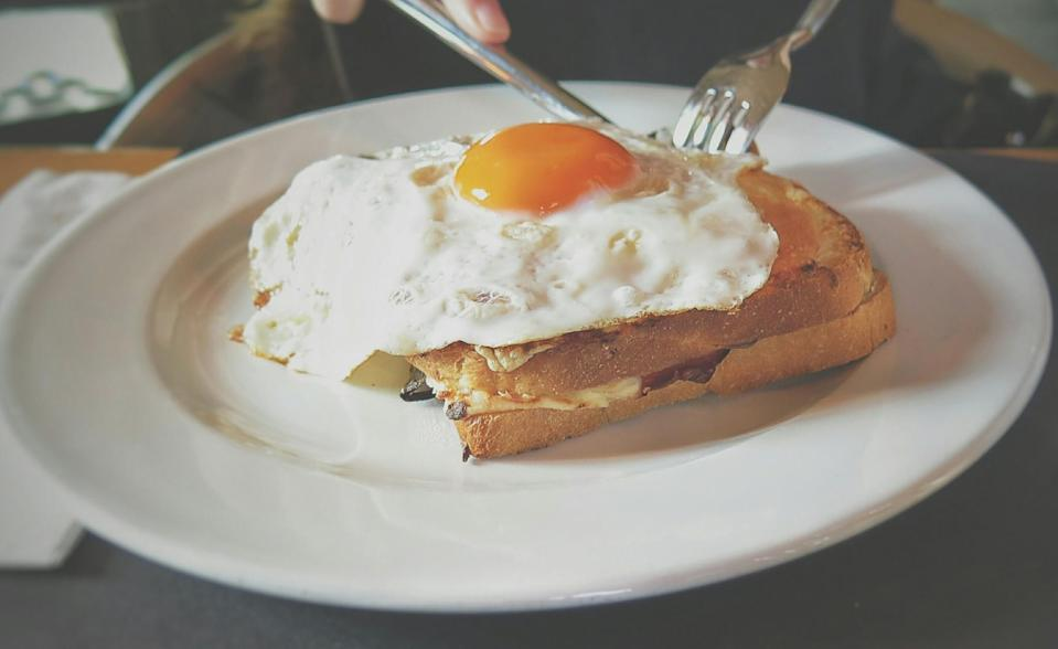 According to Kealey, eating breakfast in the morning can increase blood sugar levels when they are already elevated. <em>(Photo: Getty) </em>