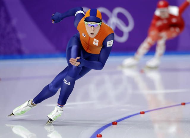Jorien ter Mors of the Netherlands competes against Kaja Ziomek of Poland, rear, during the women's 500 meters speedskating race at the Gangneung Oval at the 2018 Winter Olympics in Gangneung, South Korea on Sunday. (AP)