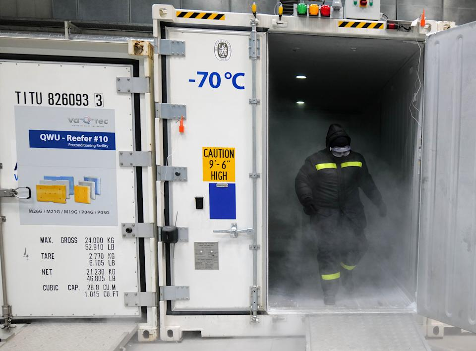 An employee of the German logistic hardware manufacturer va-Q-tec receives dry ice to fill an ultra-low temperature container for vaccination against coronavirus disease (COVID-19) at the company's headquarters in Wuerzburg, Germany on November 18, 2020 is.  / Kai Pfenbach