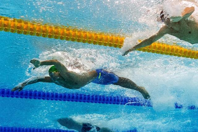 South Africa's Chad Le Clos (C) competes in the final of the men's 100m butterfly at the 2015 FINA World Championships in Kazan on August 8, 2015 (AFP Photo/Francois Xavier Marit)