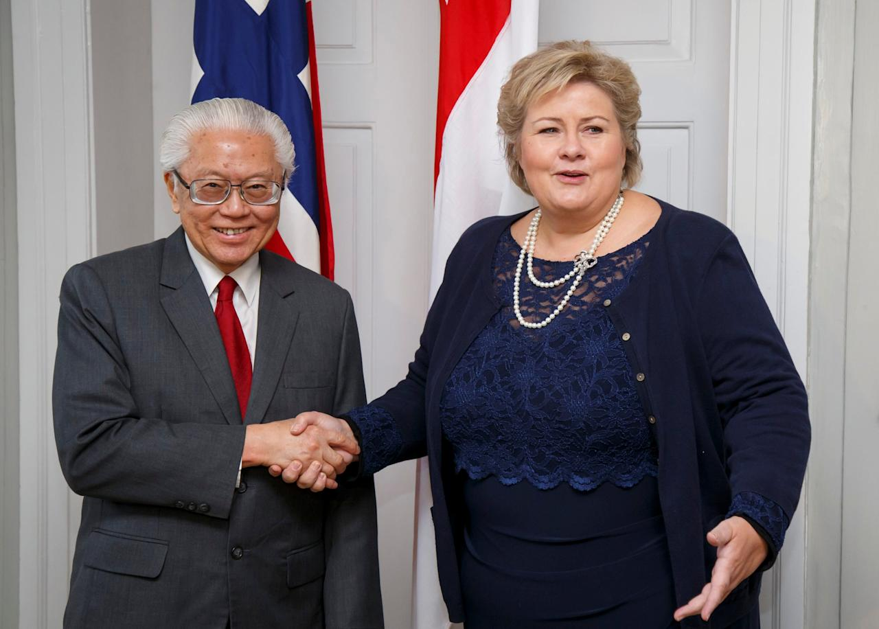 Norway's Prime Minister Erna Solberg (R) shakes hands with Singapore's President Tony Tan Keng Yam in Oslo, Norway October 11, 2016. NTB Scanpix/Heiko Junge/via Reuters. ATTENTION EDITORS - THIS IMAGE WAS PROVIDED BY A THIRD PARTY. FOR EDITORIAL USE ONLY. NOT FOR SALE FOR MARKETING OR ADVERTISING CAMPAIGNS. NORWAY OUT. NO COMMERCIAL OR EDITORIAL SALES IN NORWAY. NO COMMERCIAL SALES.