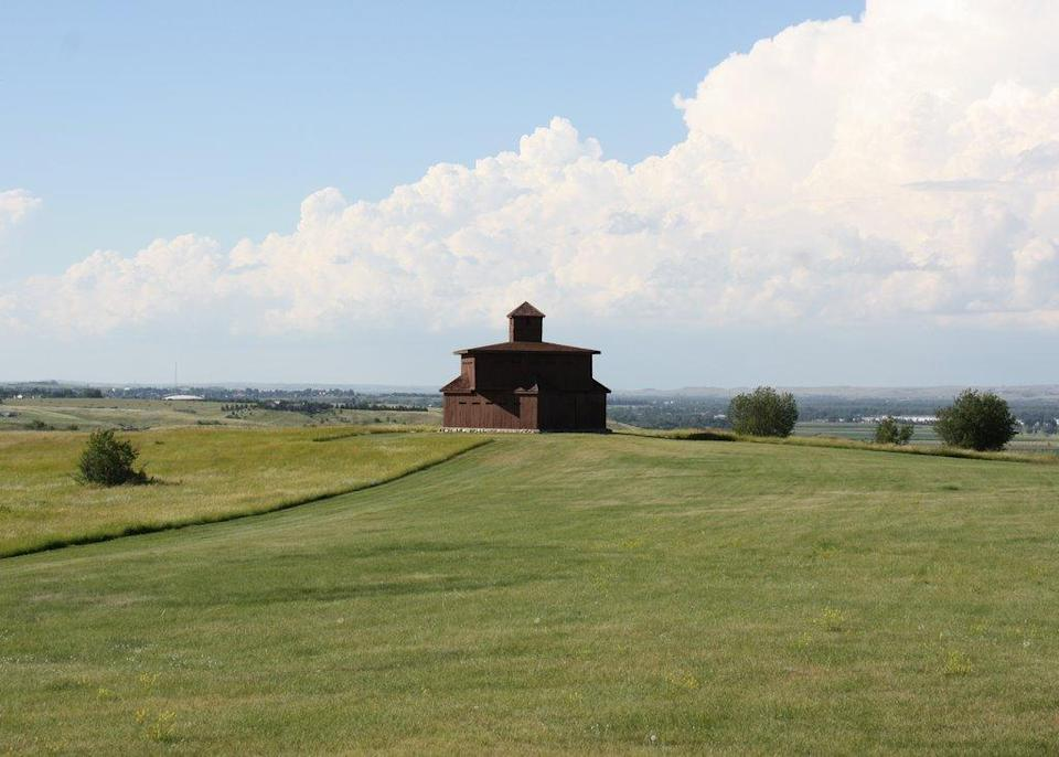 """<p>This 19th-century fort is probably best known as the spot where George Custer and his men were based before their ill-fated afternoon fighting the Sioux. Which might also explain why, after the Custer House was reconstructed in 1989, many visitors reported all sorts of paranormal activity – from strange white orbs appearing in photos to mysterious noises heard on tours. The park's embracing its haunted reputation and every Halloween makes the Custer House a haunted fort, which you gotta admit is one of the more interesting concepts for a haunted house. If you don't like getting scared, the On-A-Slant Indian Village (yeah, apparently it's okay to still call it that) is just down the hill and reconstructed lodges on the Heart and Missouri Rivers offer a feel for what Native American life was like 500 years ago. <i><i><i>(Photo:</i></i> <a href=""""https://www.flickr.com/photos/lance_mountain/4926927798/"""" rel=""""nofollow noopener"""" target=""""_blank"""" data-ylk=""""slk:Flickr/Lance and Erin)"""" class=""""link rapid-noclick-resp"""">Flickr/Lance and Erin<i>)</i></a></i></p>"""