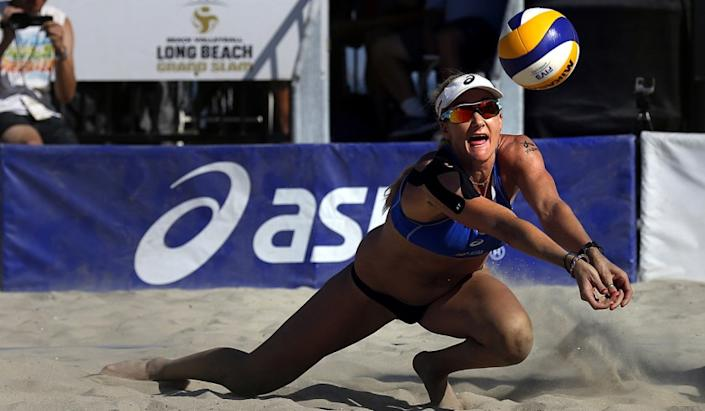 """Kerri Walsh Jennings makes a dig during a match against Italy at the ASICS World Series Of Beach Volleyball. <span class=""""copyright"""">(Rick Loomis / Los Angeles Times)</span>"""