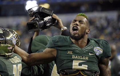Baylor defensive end Shawn Oakman could become the No. 1 pick in the 2016 NFL draft. (AP)