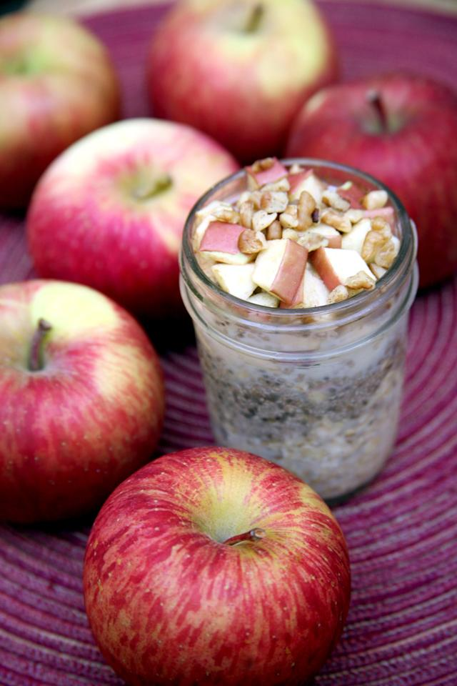 """<p>Offering almost 12 grams of protein and more than nine grams of fiber, this overnight oats recipe takes five minutes to throw together before bed.</p> <p><strong>Get the recipe:</strong> <a href=""""https://www.popsugar.com/fitness/Apple-Pie-Overnight-Oats-38392543"""" class=""""ga-track"""" data-ga-category=""""Related"""" data-ga-label=""""http://www.popsugar.com/fitness/Apple-Pie-Overnight-Oats-38392543"""" data-ga-action=""""In-Line Links"""">apple pie overnight oats</a></p>"""