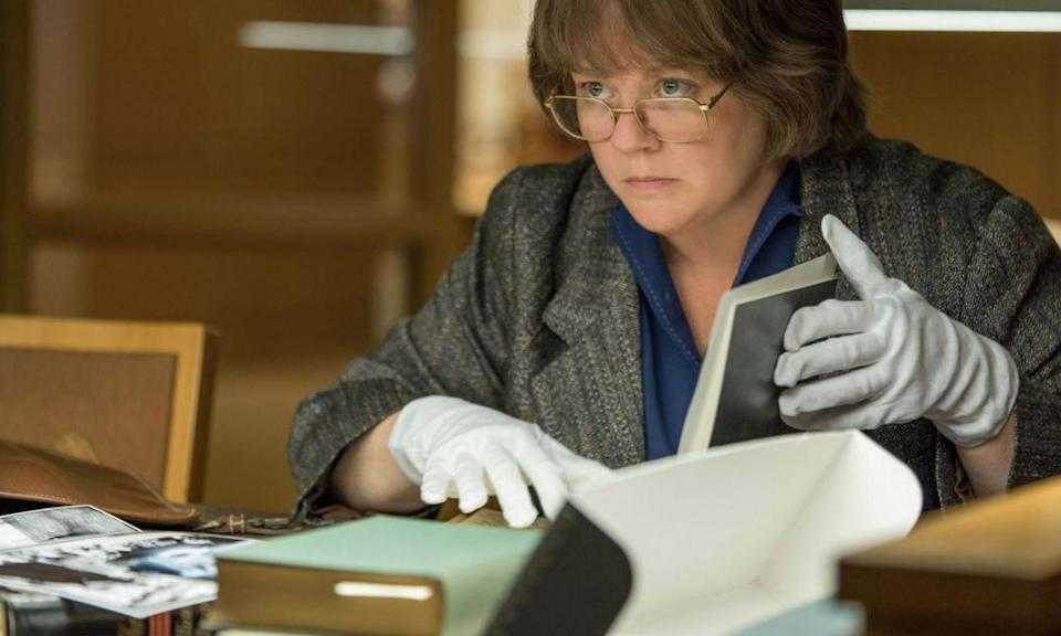 Melissa McCarthy plays real-life journalist and biographer Lee Israel who begins forging literary letters to pay her rent and ends up being wanted by the FBI.