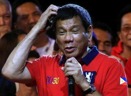 "Philippine presidential candidate and Davao city mayor Rodrigo 'Digong' Duterte gestures during a ""Miting de Avance"" (last political campaign rally) before the national elections at Rizal park in metro Manila, Philippines May 7, 2016. REUTERS/Romeo Ranoco"