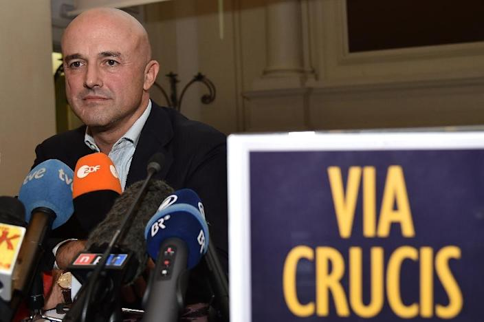 """Italian journalist Gianluigi Nuzzi gives a press conference to promote the release of his book """"Via Crucis"""" on November 4, 2015 in Rome (AFP Photo/Alberto Pizzoli)"""