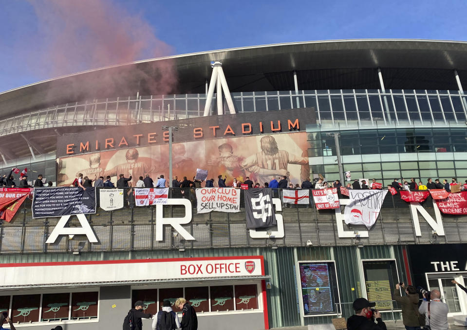 Fans protest against Arsenal owner Stan Kroenke before their English Premier League soccer match against Everton, outside the Emirates Stadium in London, Friday April 23, 2021. The fans want owner Stan Kroenke to leave the club over its bid to join the failed Super League. (AP Photo / Frank Giffiths)