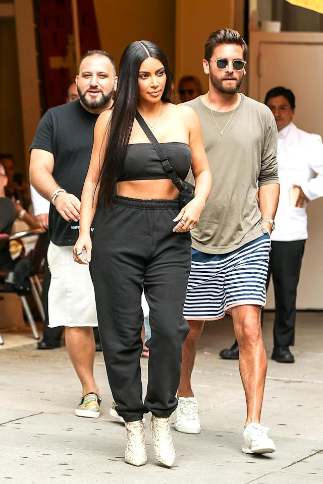 "<p>Although Disick and Kourtney Kardashian are over, he's still in with the Kardshians, as evidenced by his lunch with Kim at posh NYC restaurant Cipriani. Think they even brought up that new <a href=""https://www.yahoo.com/celebrity/kim-kardashian-sued-100-million-183200070.html"" data-ylk=""slk:$100 million lawsuit;outcm:mb_qualified_link;_E:mb_qualified_link"" class=""link rapid-noclick-resp newsroom-embed-article"">$100 million lawsuit</a> against Kim? (Photo: BACKGRID USA) </p>"