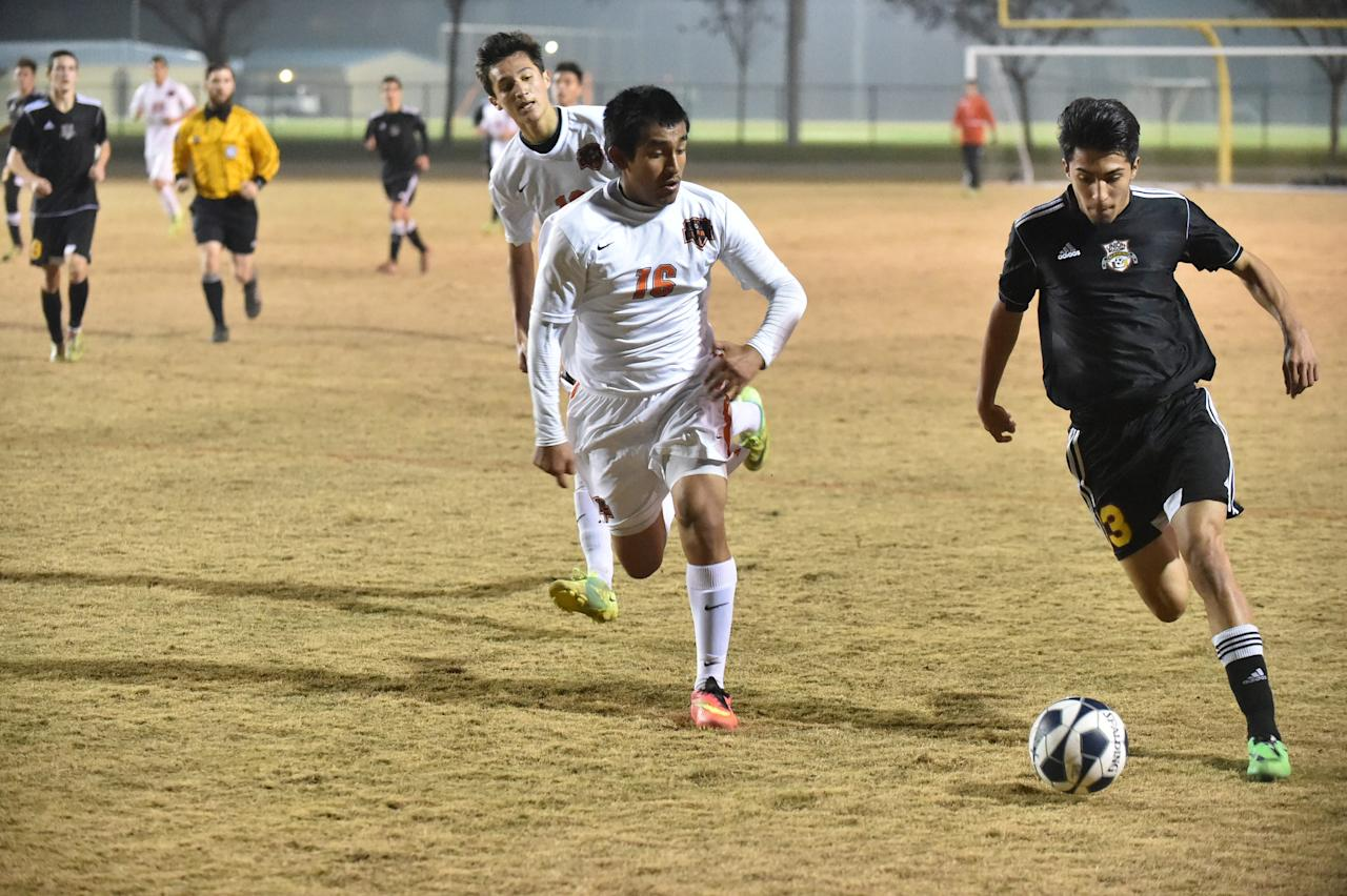 <p>No. 10: Soccer<br />Number of high school athletes: 417,419<br />Athletic scholarships: 6,152<br />Ratio of athletes to scholarships: 68:1<br />(Creative Commons/Selma Bears) </p>