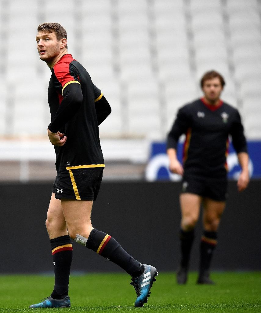 Wales' fly-half Dan Biggar (L) and full-back Leigh Halfpenny attend a team training session at the Stade de France in Saint-Denis on March 17, 2017, on the eve of their Six Nations rugby union match against France (AFP Photo/Franck Fife)