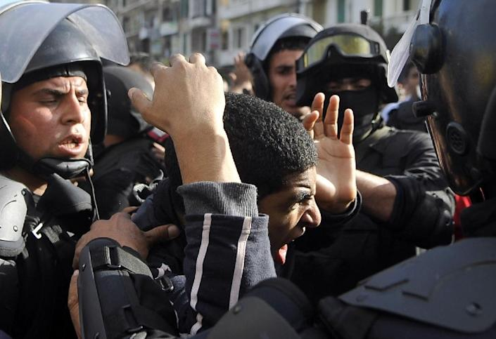 Egyptian police detain a supporter of the Muslim Brotherhood during clashes in the northern port city of Alexandria on January 23, 2014 (AFP Photo/-)