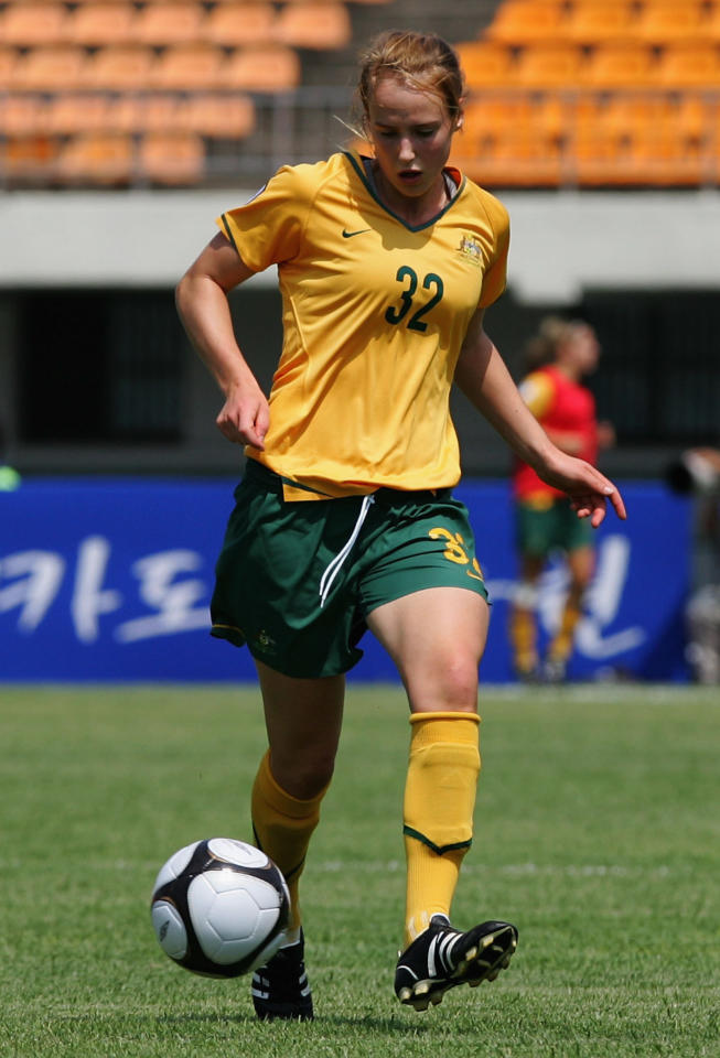 SUWON, SOUTH KOREA - JUNE 15:  Ellyse Perry of Australia controls the ball during the 2008 Queen Peace Cup match between USA and Australia at Suwon Sports Complex on June 15, 2008 in Seoul, South Korea.  (Photo by Chung Sung-Jun/Getty Images)