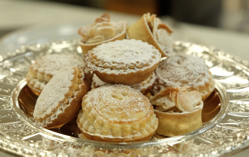 Buckingham Palace has given away its secret mince pie recipe [Photo: Twitter/RoyalFamily]