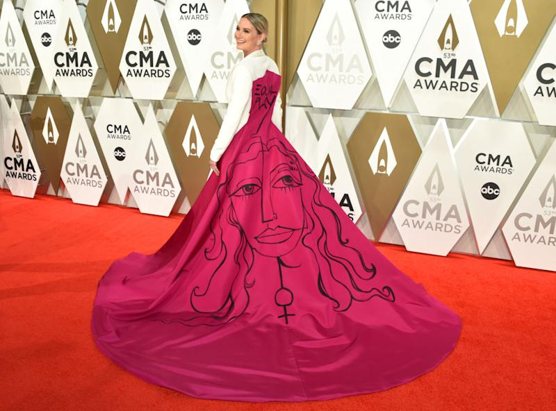 Singer Jennifer Nettles said a lot with her wardrobe choice on the CMA Awards red carpet on Nov. 13 in Nashville, Tennessee. (Photo: John Shearer/WireImage,)