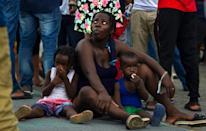 Migrants crowd Tapachula's square, banks, sidewalks or wherever they can find respite from the suffocating heat (AFP/CLAUDIO CRUZ)