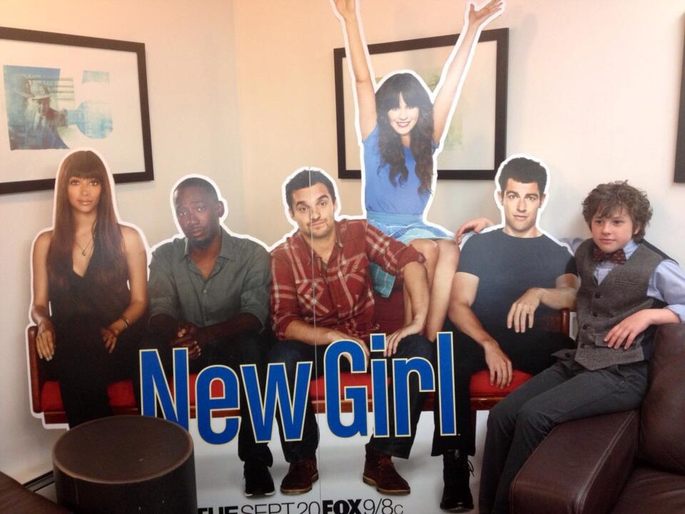 Breaking news from NY upfronts! A new love interest for @ZooeyDeschanel @NewGirlonFox. First pic here... pic.twitter.com/86zYsrPV0s