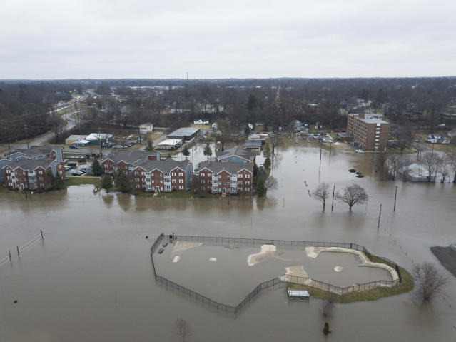 <p>In this drone image looking east, the St. Joseph River has overflowed its banks and has traveled a couple of blocks into the city Wednesday, Feb. 21, 2018, in Niles, Mich. (Photo: Santiago Flores/South Bend Tribune via AP) </p>
