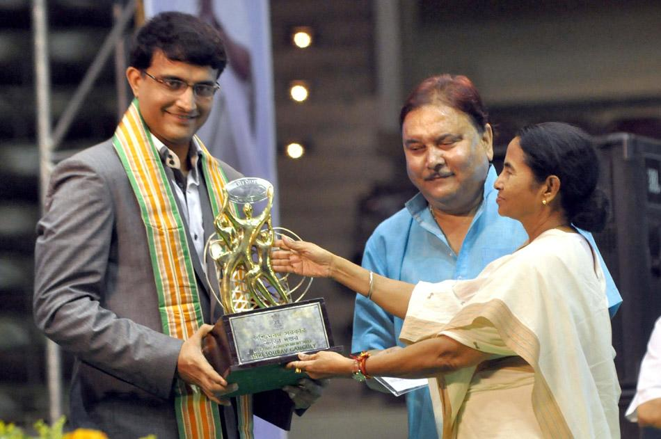 West Bengal chief minister Mamata Banerjee felicitates former Indian cricket captain Sourav Ganguly during Life Time Achievement award 2013, in Kolkata on 28 Sept. 2013. (Photo: IANS)