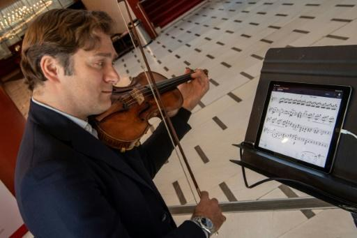 Renowned violinist Renaud Capucon uses the NomadPlay, which can remove any instrument from playback as desired, allowing the home musician to step into the fray from the comfort of home