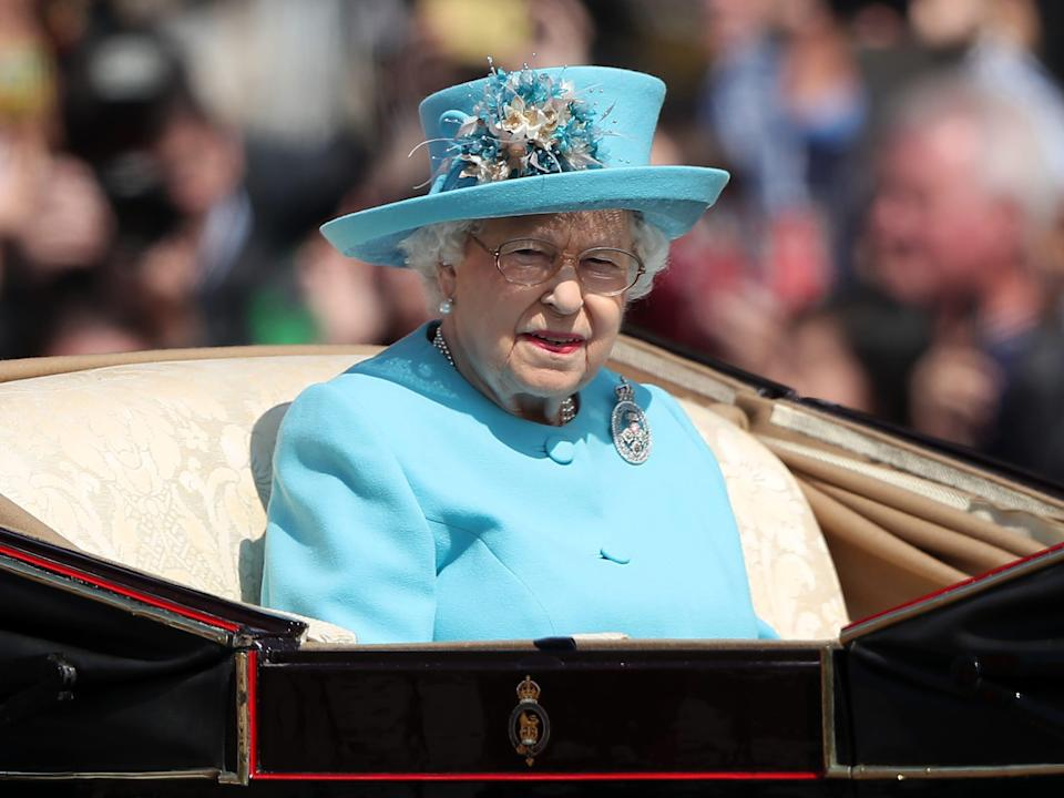 queen elizabeth trooping the colour 2018