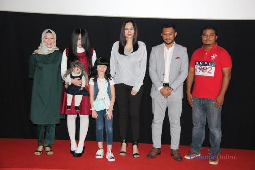 "The Sacred Riana (second from left) with the cast and producers at the press screening of ""The Scared Riana: Beginning"" in Malaysia."