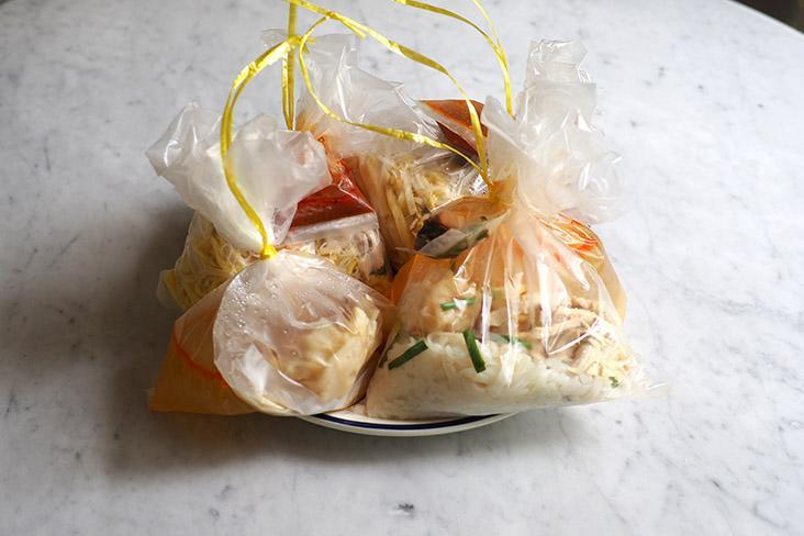 The noodles are all packed neatly in plastic bags with their sauces tied together so you won't mix it up