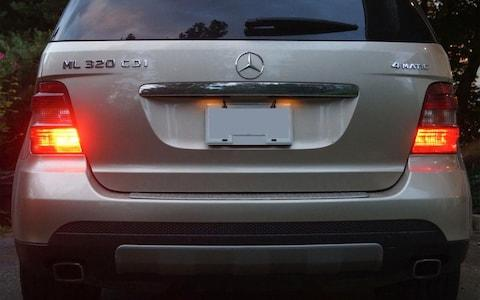 Rear fog lights and sidelights of a US-spec Mercedes ML