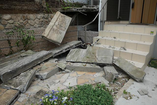 <p>Collapsed walls sit in front of a house after a magnitude 6.1 earthquake in Takatsuki, Osaka, Japan, on Monday, June 18, 2018. (Photo: Buddhika Weerasinghe/Bloomberg via Getty Images) </p>