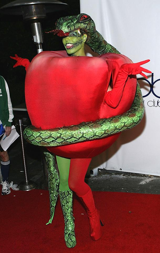 LOS ANGELES, CA - OCTOBER 31:  Model Heidi Klum arrives at Heidi Klum's 7th Annual Halloween Party at Privilege on October 31, 2006 in Los Angeles, California.  (Photo by Michael Buckner/Getty Images)