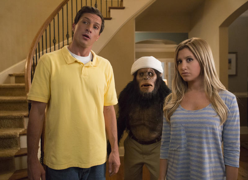 """This film publicity image released by Dimension Films/The Weinstein Co. shows Simon Rex, left, and Ashley Tisdale in a scene from """"Scary Movie 5."""" (AP Photo/Dimension Films/The Weinstein Co., Quantrell D.Colbert)"""