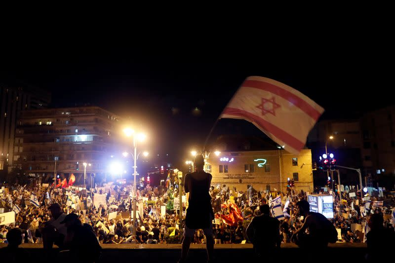 Israelis protest against Netanyahu's alleged corruption and economic hardship from COVID-19 lockdown