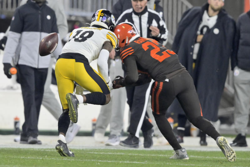 A helmet-to-helmet hit that left Diontae Johnson bleeding from his ear resulted in an ejection for Damarious Randall. (AP Photo/David Richard)