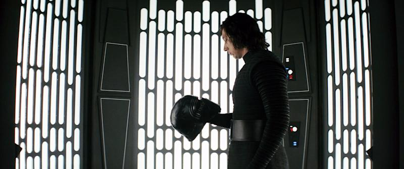 STAR WARS: THE LAST JEDI, (aka STAR WARS: EPISODE VIII - THE LAST JEDI), Adam Driver, 2017. / Walt Disney Studios Motion Pictures / Lucasfilm Ltd. /Courtesy Everett Collection