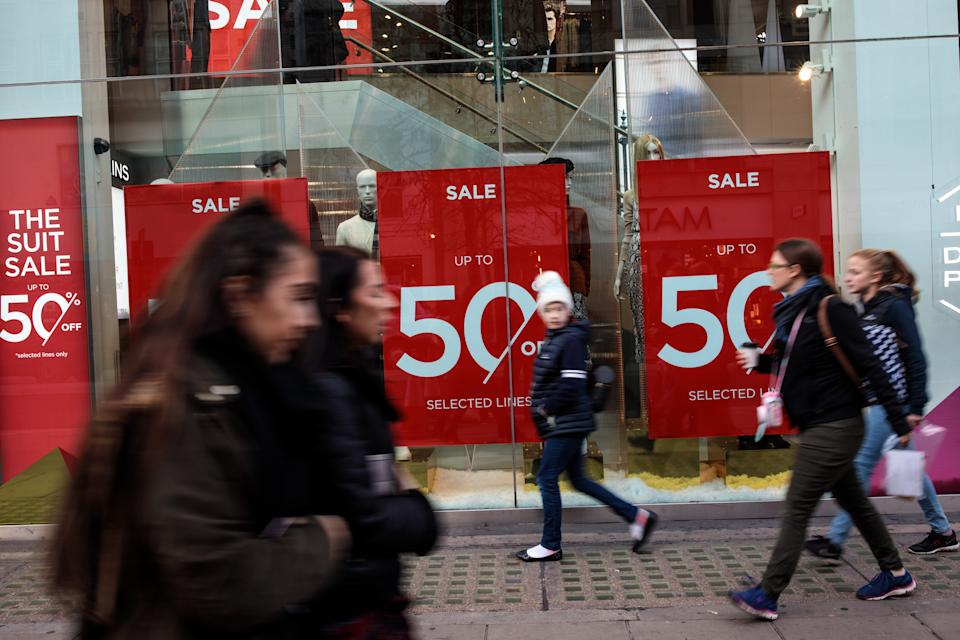 LONDON, ENGLAND - DECEMBER 20: Shoppers carry their bags along Oxford Street on December 20, 2018 in London, England. Figures released by the Office of National Statistics today show that retail sales in November increased by 1.4% despite gloomy predictions. This increase from October is attributed to Black Friday Sales encouraging higher sales of non-food items.  (Photo by Jack Taylor/Getty Images)